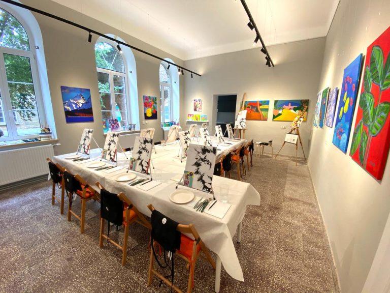 Atelier-UP!-Artbird-Party-Lebenswelten-St.-Gabriel-innen-Uschi-Polly